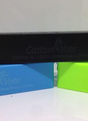 Grabación Láser de Powerbank para la empresa Custom Vote