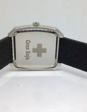 Grabación Láser tapa trasera de reloj para la Cruz Roja