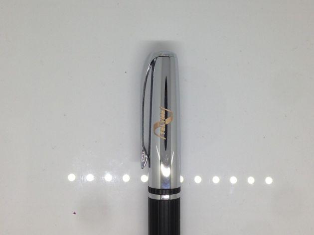 Grabación de bolígrafo en máquina láser de metal YAG