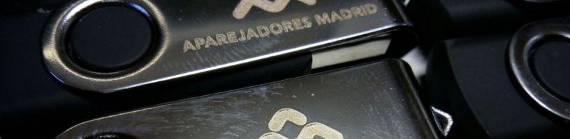 Usb de metal grabado con maquina laser de metal
