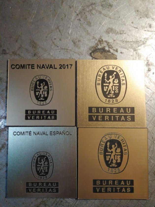 Grabación de chapas de metal con el sistema de grabación láser de metal del comite naval 2017