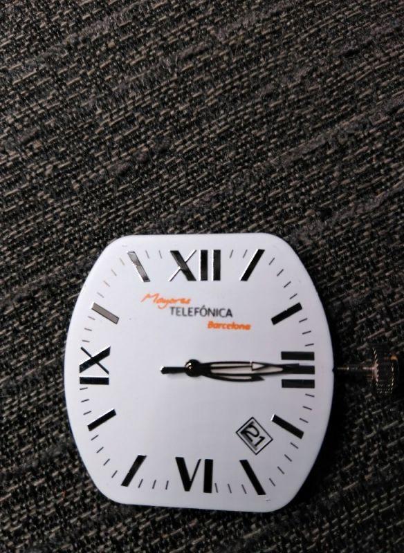 Personalización de la esfera de reloj para regalo de empresa, grabado con tampografía a dos colores de telefónica