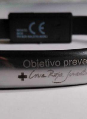Pulsera de metal para la Cruz Roja, grabado con máquina de metal YAG