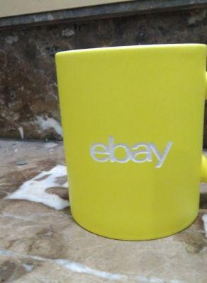 Grabación de tazas amarilla de porcelana personalizadas para regalo de empresa de Ebay. Grabación láser