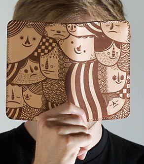 Cartera de piel grabado con diseños de dibujos de caras con máquina láser de co2