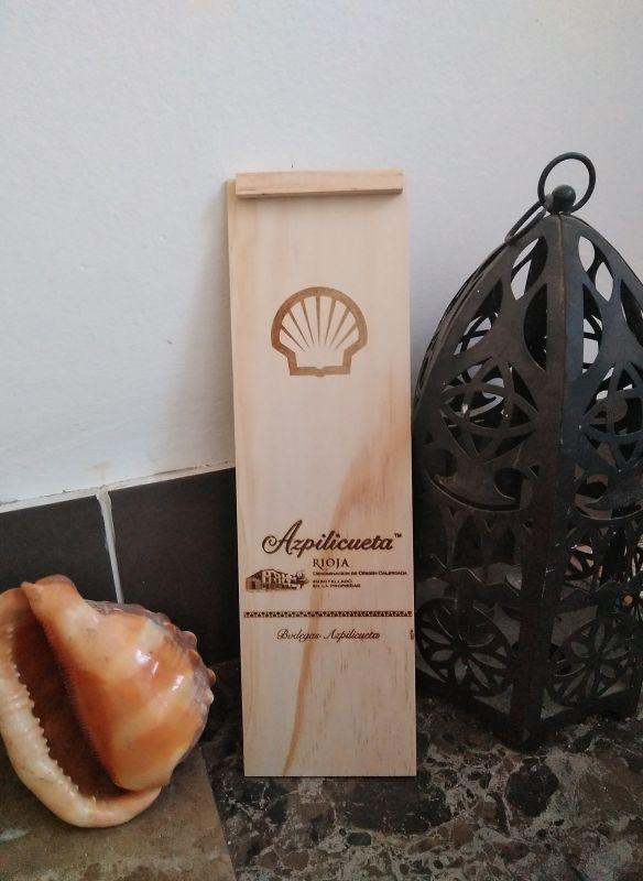 Grabación y personalización de tapa de caja de vino de la bodega Azpilicueta