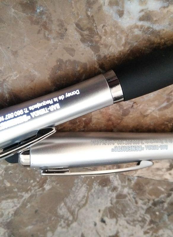 Grabación de bolígrafo con máquina láser