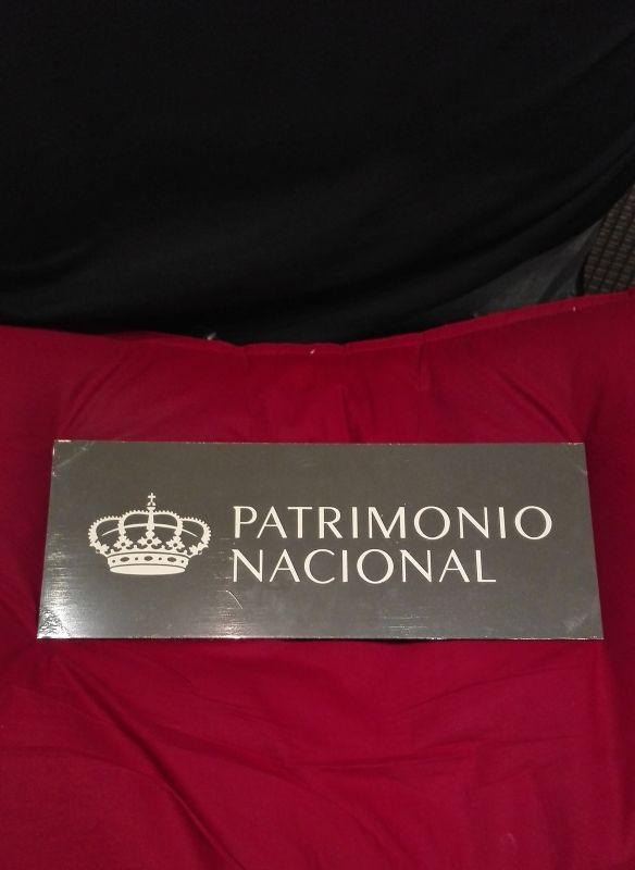 Placa de patrimonio nacional grabada en metal con maquina laser