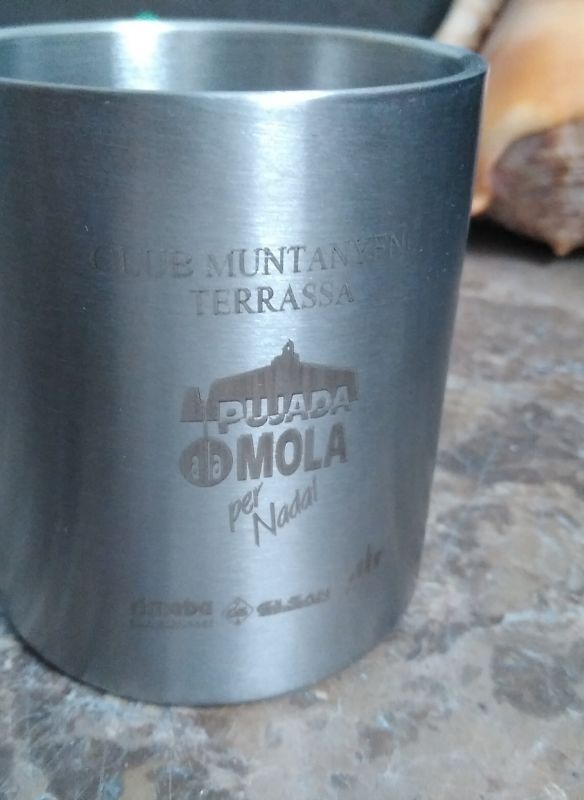 Grabación de vaso de metal con maquina laser de metal personalizado
