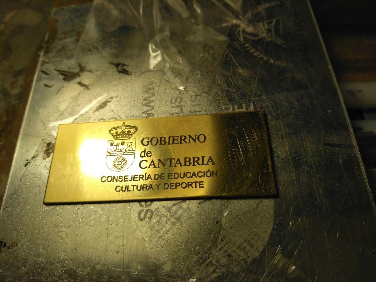 Placa gobierno de cantabria, con grabación laser metal