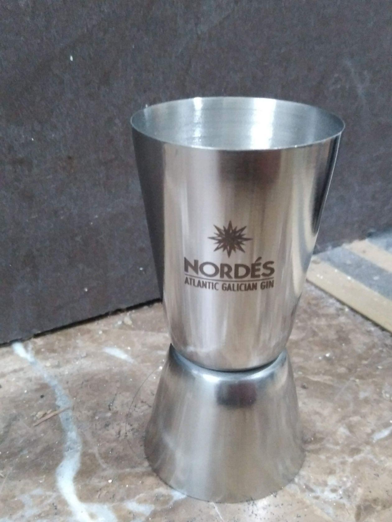 vaso de chupito de metal con personalización para restaurante grabado en metal con maquina laser metal