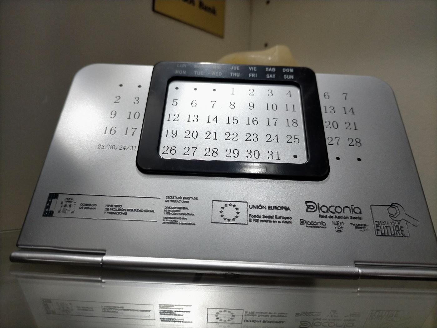 calendario de metal con personalizacion laser